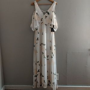 NWT LuLu's White Floral Maxi Dress The Very Though